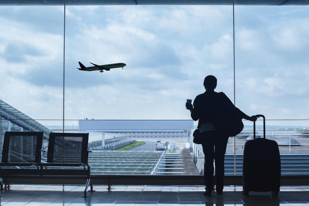 Les mesures restrictives prennent des formes diverses et sont de nature évolutive. D'où la nécessité pour les voyageurs de bien s'informer avant leur départ des mesures en place dans leur pays ou région de destination. (Photo: Shutterstock)