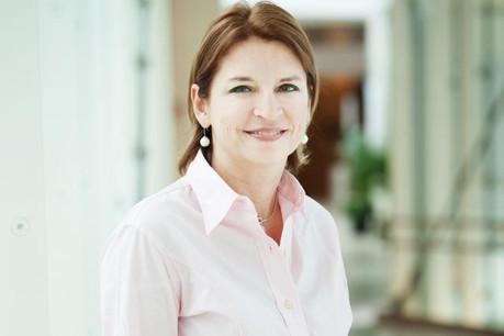Claudine Konsbruck se place de facto en congé extraordinaire de la fonction publique en prêtant serment à la Chambre. (Photo: Lala La Photo/archives)
