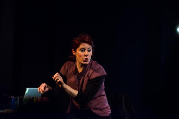 La conteuse Betsy Dentzer dans son spectacle «D'Zaubermillen». (Photo: Rotonde