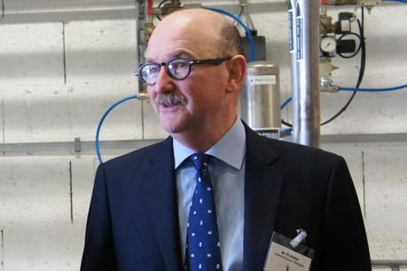 Pit Welter revient sur les nouvelles orientations prises par le groupe Robin lors d'une visite de son usine d'Useldange.  (photo: paperJam)