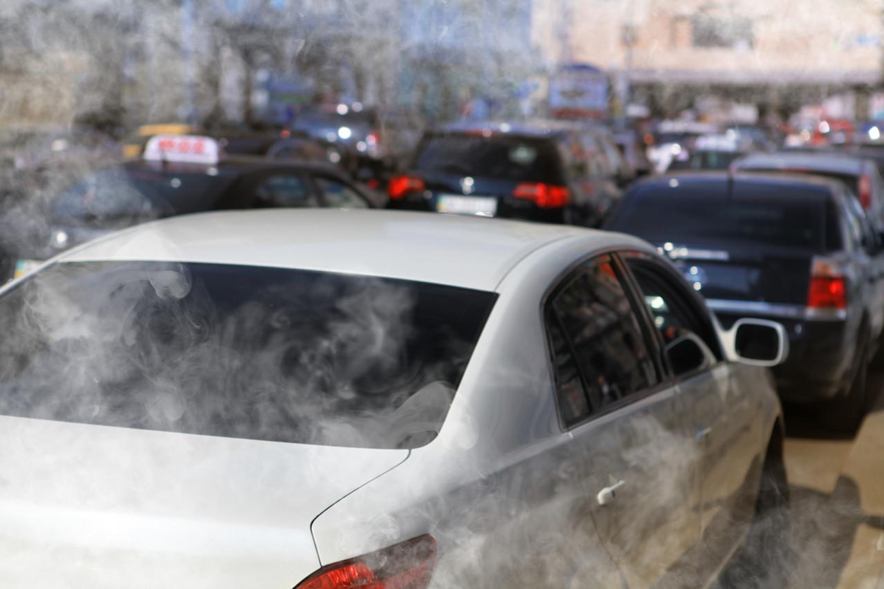 Dès 2025, la pollution automobile aura un prix fixé par des quotas. (Photo: Shutterstock)