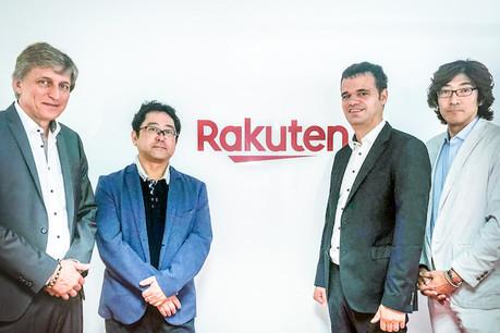 Le président du conseil d'administration de Luxhub, à gauche, Jean Hilger, et son CEO, 3e à partir de la gauche, Jacques Pütz, entourent leur nouveau client, le CEO de Rakuten Europe Bank,Toshihiko Otsuka. (Photo: Luxhub)