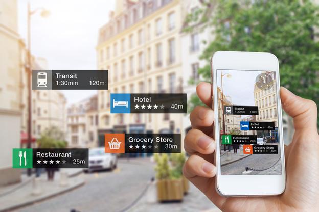 Googlea annoncé que la compatibilité de son moteur de recherche avec la réalité augmentée sera bientôt effective. Il sera ainsi possible de visionner des images 3D dans un contexte réel, grâce à notre smartphone. (Photo: Shutterstock)