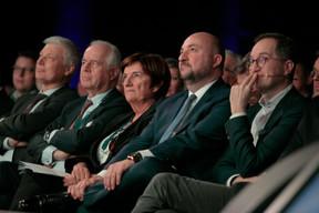 Claude Wiseler (CSV), Charles-Louis Ackermann (Accumalux), Michèle Detaille (Présidente de la Fedil) et Étienne Schneider (Ministre de l'Économie) et Peter Hinssen ((Photo: Matic Zorman))