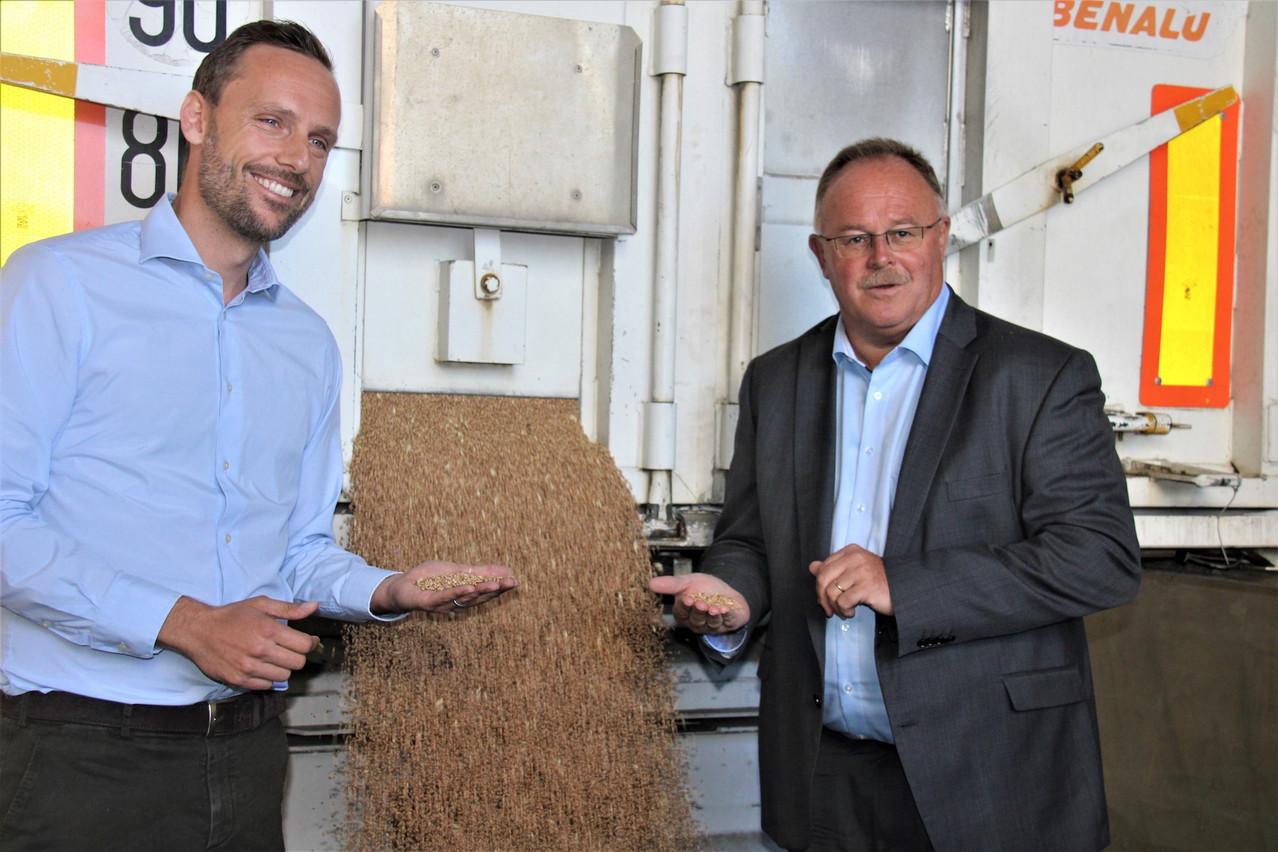 Le ministre de l'Agriculture, Romain Schneider, s'est rendu aujourd'hui aux Moulins de Kleinbettingen pour faire le bilan de la récolte céréalière de l'année. (Photo: ministère de l'Agriculture)
