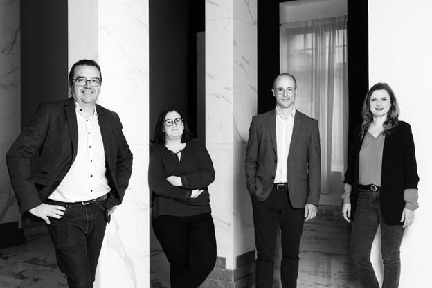 De gauche à droite: NicolasLéonard (rédacteur en chef de paperjam.lu), JenniferGraglia (secrétaire de rédaction), ThierryRaizer (rédacteur en chef du magazine Paperjam) et NathalieReuter (directrice des développements éditoriaux). (Photo: Romain Gamba/Maison Moderne)