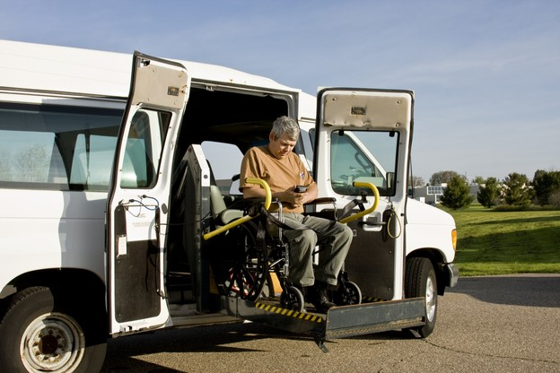 Si la gratuité du service Adapto sera effective le 1er mars, la réforme des conditions d'accès au service est reportée de deux mois. (Photo: Shutterstock)