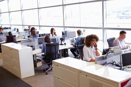 Masque ou pas masque dans son bureau, si la distanciation sociale est respectée? La Direction de la santé n'a pas encore de réponse à cette question. (Photo: Shutterstock)