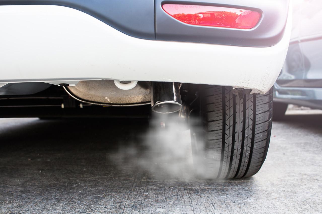 Selon les ministres Pierre Gramegna et François Bausch, cette hausse est «en relation directe avec le fait que les consommateurs optent désormais de préférence pour une voiture essence au lieu d'une voiture diesel». (Photo: Shutterstock)