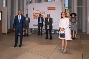 Pierre Hurt (directeur de l'OAI), Corinne Cahen (Ministre à la Grande Région) et Sala Makumbundu (Christian Bauer & Associés Architectes) ((Photo: Nader Ghavami/Maison Moderne))
