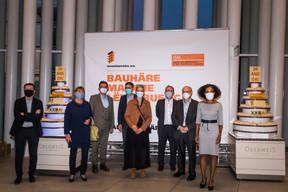 Lydie Polfer (Bourgmestre de la Ville de Luxembourg),Sam Tanson (Ministre de la Culture), Pierre Hurt (directeur de l'OAI) et Sala Makumbundu (Christian Bauer & Associés Architectes) ((Photo: Nader Ghavami/Maison Moderne))