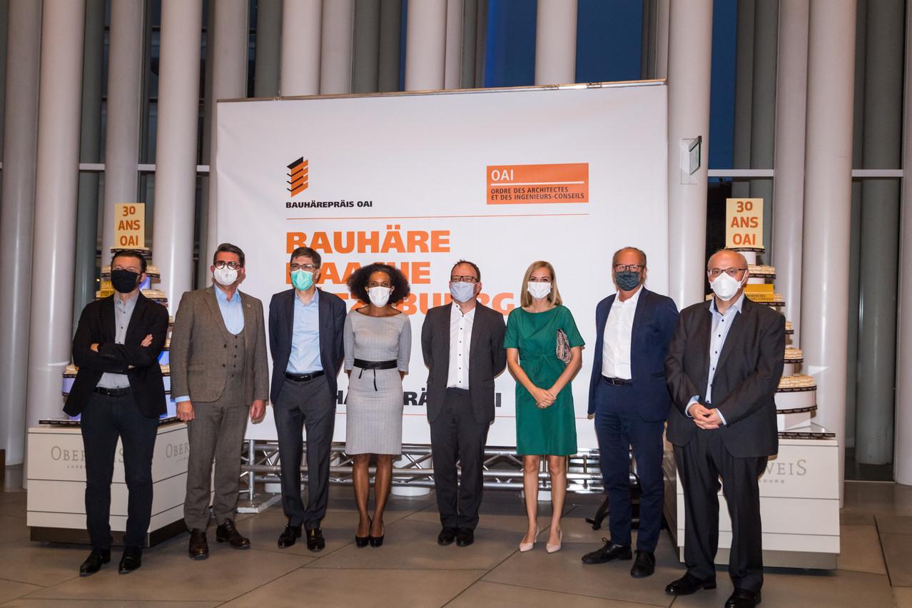 Sala Makumbundu (Christian Bauer & Associés Architectes), Taina Bofferding (ministre de l'Intérieur), Claude Turmes (ministre de l'Énergie) et Pierre Hurt (directeur de l'OAI). (Photo: Nader Ghavami/Maison Moderne)