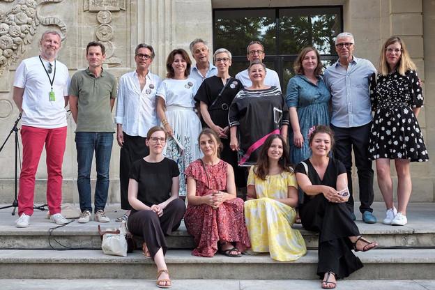 Organisateurs, officiels et partenaires rassemblés pour vernir l'exposition Lët'z Arles. (Photo: Romain Girtgen / CNA)