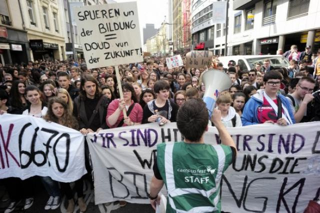 L'effet papillon: un texte voté, sans souci, en 2000, provoque des manifestations monstres en Ville en 2014... (Photo: Christophe Olinger / archives)