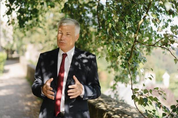 Claude Wiseler: «Il nous semble que les administrations communales et nationales devraient, là où la matière se prête, communiquer davantage et de manière plus systématique en luxembourgeois.» (Photo: Marion Dessard)