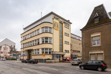 Le bâtiment historique du groupe Heintz van Landerwyck, qui date de 1937, a été conservé à Hollerich. Avec sa transformation, il retrouvera ses lignes historiques et accueillera une extension contemporaine pour une surface de nureaux de 5.500m 2 . (Photo: Romain Gamba/Maison Moderne)