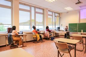 Les élèves sont séparés pour respecter les mesures de distanciation sociale. ((Photo: Romain Gamba / Maison Moderne))