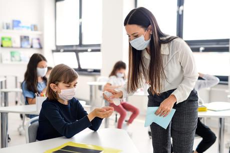 Pour éviter les contaminations, le nombre d'élèves est réduit. Si celui-ci est assez bas dans les classes de l'enseignement fondamental, il peut atteindre un maximum de 29 dans les classes de l'enseignement secondaire. (Photo: Shutterstock)