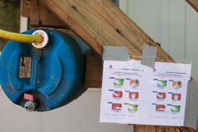 Des mesures sanitaires sont mises en place pour protéger les salariés, comme bien se laver les mains. ((Photo: Matic Zorman / Maison Moderne))