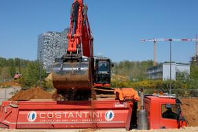 Un grand nombre de chantiers de la capitale ont rouvert ce lundi dans le cadre du déconfinement, comme ici, au Kirchberg. ((Photo: Matic Zorman / Maison Moderne))