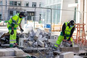 Des mesures sanitaires sont mises en place pour protéger les salariés, comme le port du masque. ((Photo: Matic Zorman / Maison Moderne))