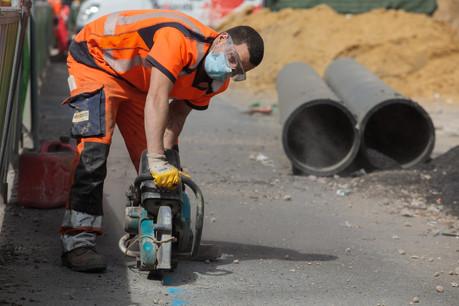 Des mesures sanitaires sont mises en place pour protéger les salariés, comme le port du masque. (Photo: Matic Zorman / Maison Moderne)