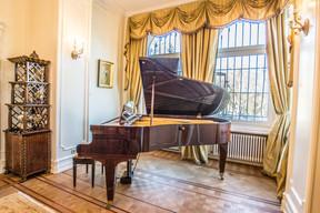 Le piano de la résidence.  (Ambassade des États-Unis au Luxembourg)