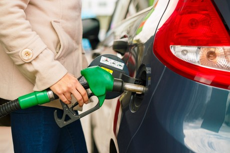 Les conducteurs luxembourgeois continuent d'ailleurs de se tourner vers des énergies moins polluantes: les motorisations essence et diesel sont en recul, alors que les véhicules électriques continuent leur progression. (Photo: Shutterstock)