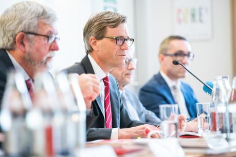 Marc Wengler, directeur général des CFL (au centre), etJeannot Waringo, président du conseil d'administration (au premier plan), ont présenté les résultats du groupe ferroviaire  pour l'année2018. (Photo: Lala La Photo)