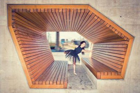 Les lauréats du concours photo SinCityPics organisé par la Fondation de l'architecture ont été révélés le 26 janvier, au coeur de l'espace public, sur la place Guillaume II. (Photo: Sincitypics)