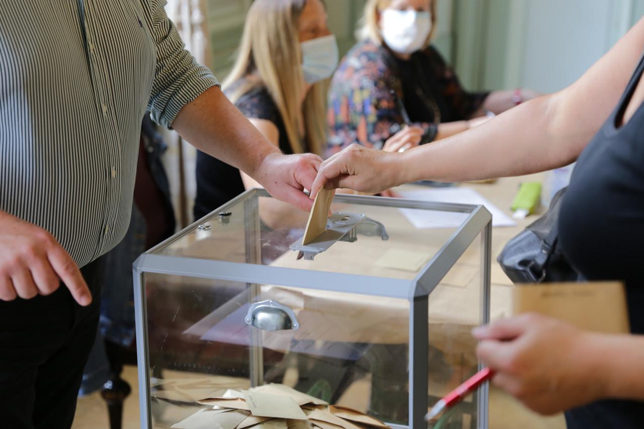 Moins d'un électeur sur deux dans les bureaux de vote dimanche 28 juin pour le second tour des élections municipales en France. (Photo: Romain Gamba/Maison Moderne)