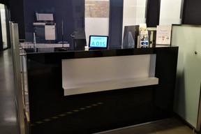 Les guichets d'accueil sont équipés de protections en plexiglas. Ce qui est également le cas dans toutes les agences. ((Photo: Foyer))