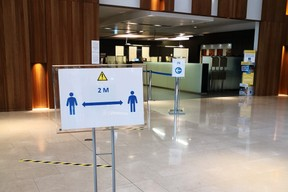 Pour les clients qui se rendent au siège, un parcours fléché a été prévu. ((Photo: Foyer))