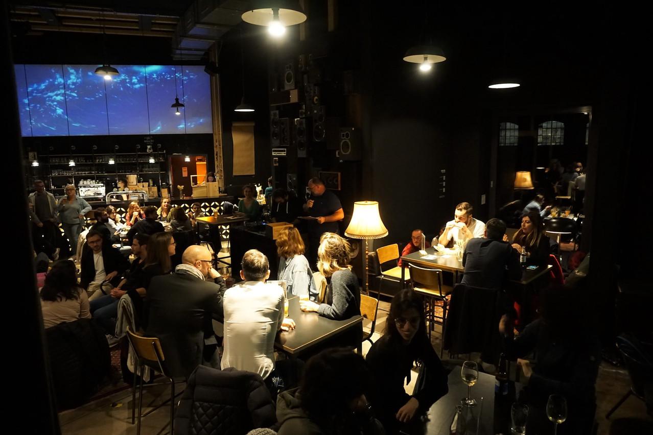 Salle comble pour la rentrée des soirées Blindiscover, à la Buvette des Rotondes.                       (Photo: Kiki Jost)