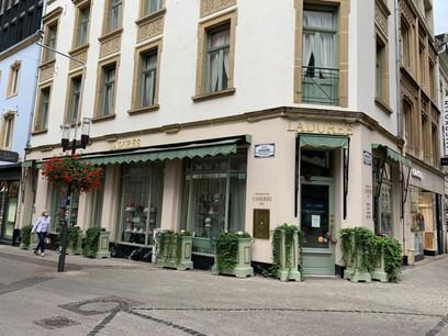 L'enseigne est située à l'angle de la rue des Capucins et de la Grand-Rue, à Luxembourg-ville. (Photo: Paperjam)