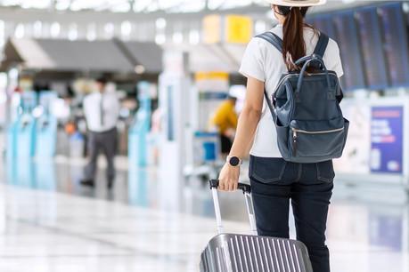 Les voyages à l'étranger deviennent donc la source la plus fréquente (38,4%) de contamination parmi les 440 nouveaux cas, suivis par le cercle familial (25,2%) et les loisirs (3,1%). (Photo: Shutterstock)