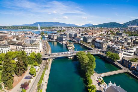 Le canton de Genève, qui compte 100km de frontières avec la France et seulement 4km avec le reste de la Suisse, a très tôt compris l'interdépendance existant avec les communes françaises de l'Ain et de la Haute-Savoie. (Photo : Shutterstock)
