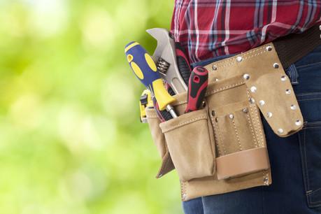 Bricoler soi-même pour réduire le montant total à emprunter pour acheter son appartement ou sa maison: le phénomène est surtout marqué du côté des jeunes ménages et des personnes ayant des compétences dans le domaine de la construction. (Photo: Shutterstock)