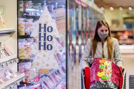 Si les courses du réveillon sont moins importantes, les consommateurs semblent vouloir se faire plaisir au terme d'une année 2020 marquée par la pandémie de Covid-19. (Photo: Delhaize / Jonas Roosens)