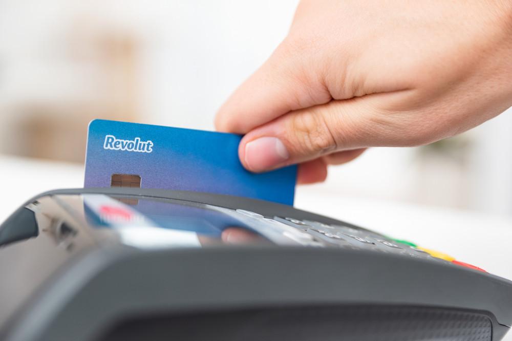 La hausse spectaculaire du nombre de clients, de 3,5 millions début 2019 à 13 millions en juillet 2020, occasionne des frais pour la néobanque Revolut, notamment par la nécessité d'émettre des cartes bancaires. (Photo: Shutterstock)