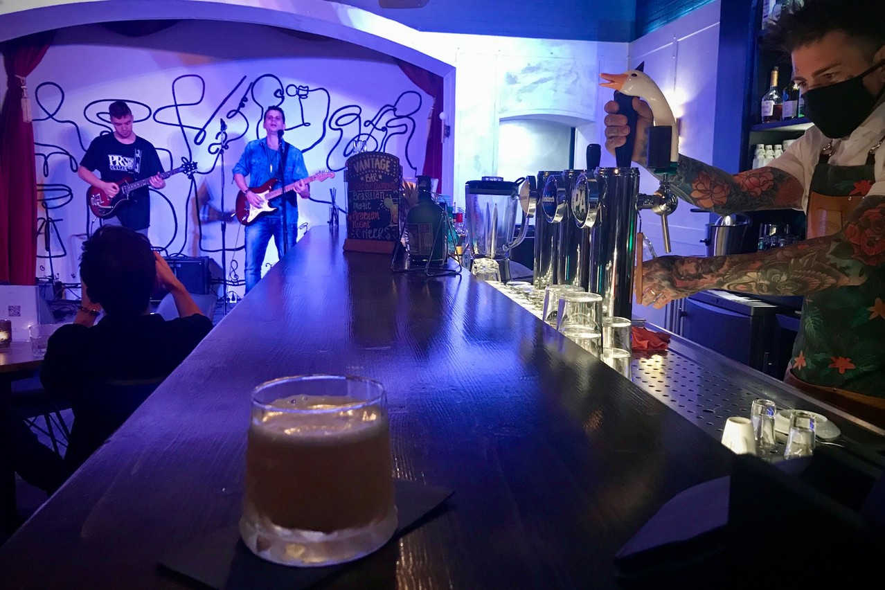 De la musique live, des cocktails bien servis et une ambiance conviviale de bar de quartier: le nouveau Vantage aligne les bons points à Beggen! (Photo: Maison Moderne)