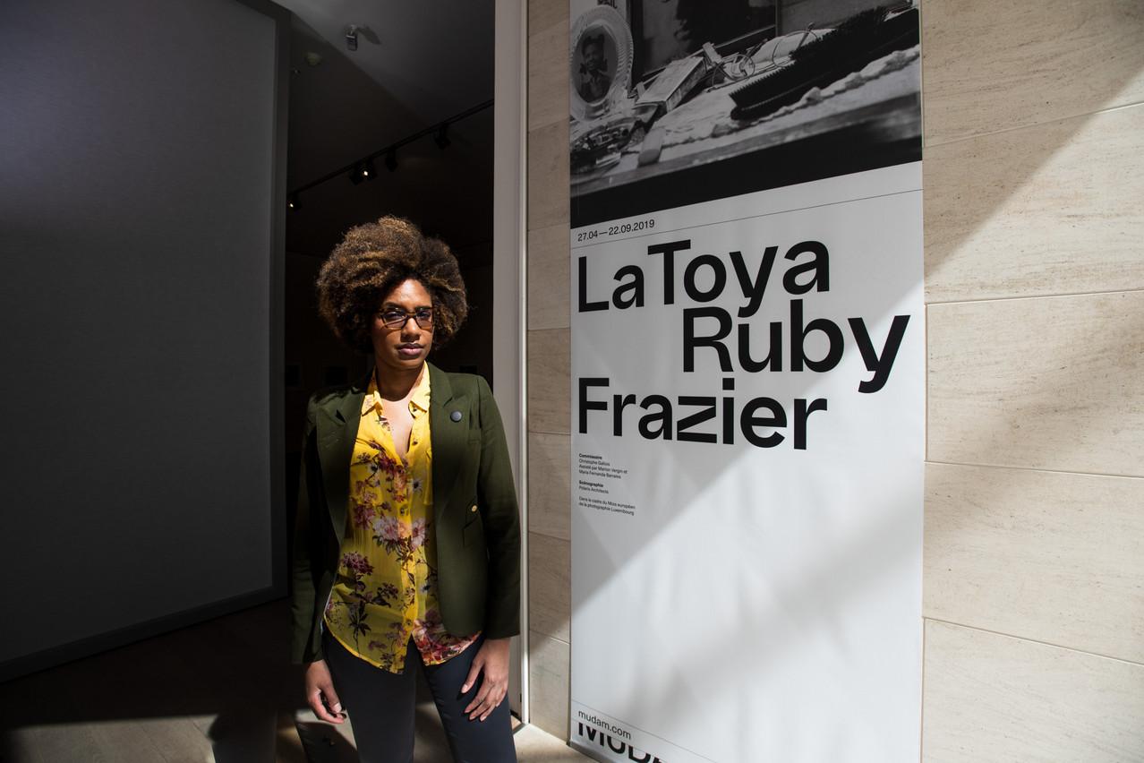 LaToya Ruby Frazier devant l'entrée de son exposition au Mudam. (Photo: Nader Ghavami)