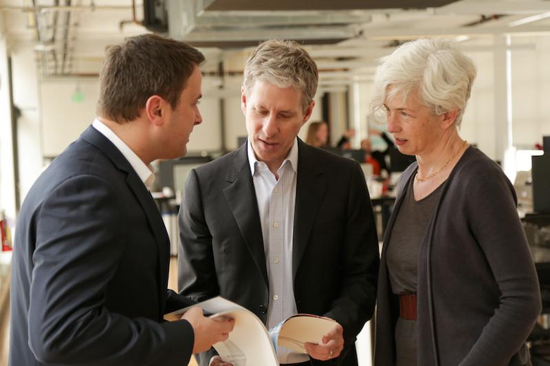 Xavier Bettel, ici avec le cofondateur de Ripple, Chris Larsen, et son chef de la compliance, Karen Gifford. (Photo: Ripple)