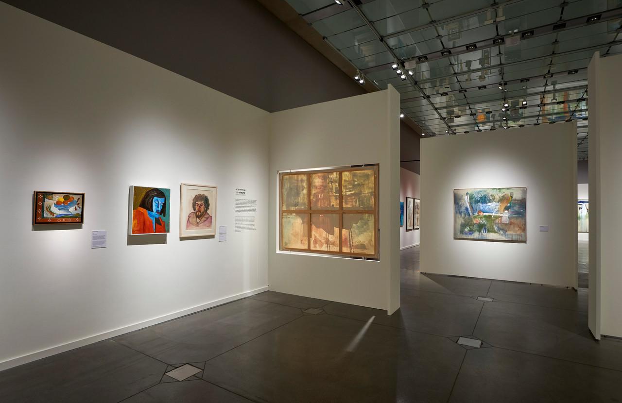 Dans la première salle, il est possible de découvrir l'arrière de la toile et l'importance du support dans les œuvres de Brandy. (Photo: TomLucas)