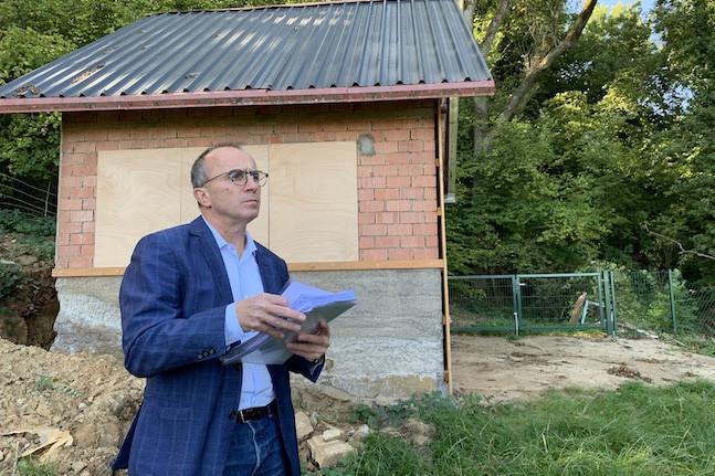 Le député-maire de Differdange, Roberto Traversini, a choisi de tout montrer pour couper court aux accusations. Et de s'expliquer, reconnaissant beaucoup d'imprudence dans la gestion des travaux. (Photo: Paperjam)