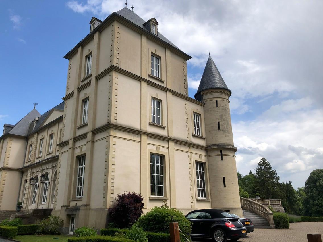 Dans l'ancien manoir, qui est plus un petit château, rehaussé d'un niveau lors de sa rénovation, avaient lieu bals et réceptions à la Belle Époque. (Photo: Paperjam/archives)