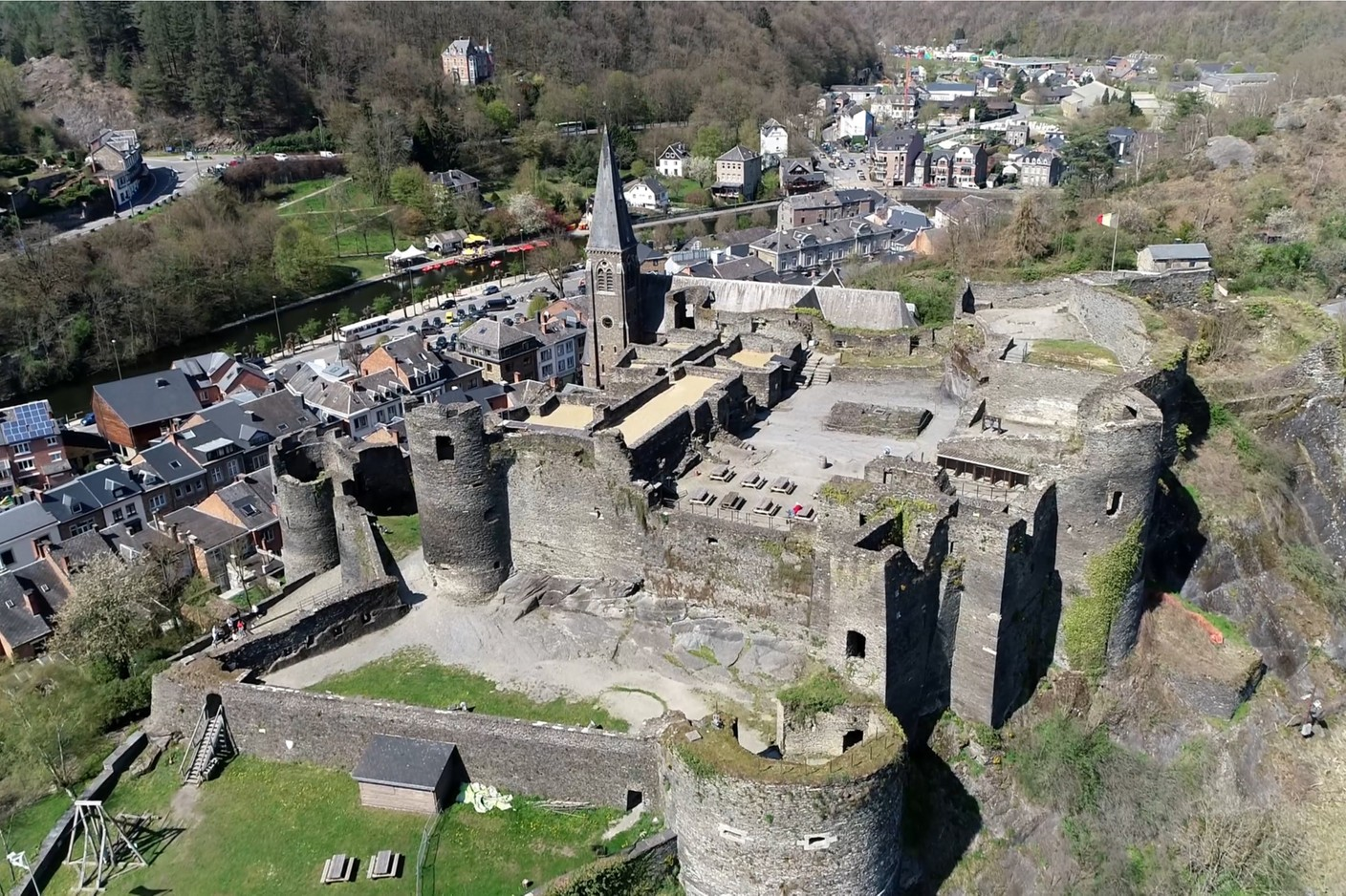 Extensively modified under Louis XIV, the castle of La Roche was then subject to fire, partial dismantling, vandalism and the bombing of the Battle of the Bulge. (Photo: Shutterstock)