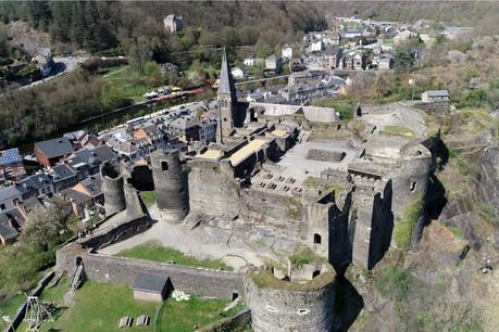 Largement modifié sous LouisXIV, le château de La Roche a ensuite connu incendie, démantèlement partiel, vandalisme, puis les bombardements de la bataille des Ardennes. (Photo: Shutterstock)