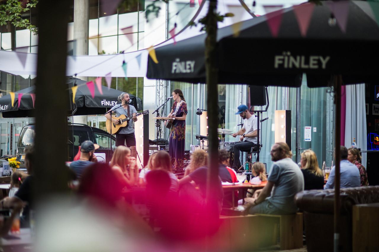 Lors des sessions «Rockhal Garden», des concerts ont pu être donnés sur la terrasse du Rockhalcafe. (Photo: Mike Zenari)