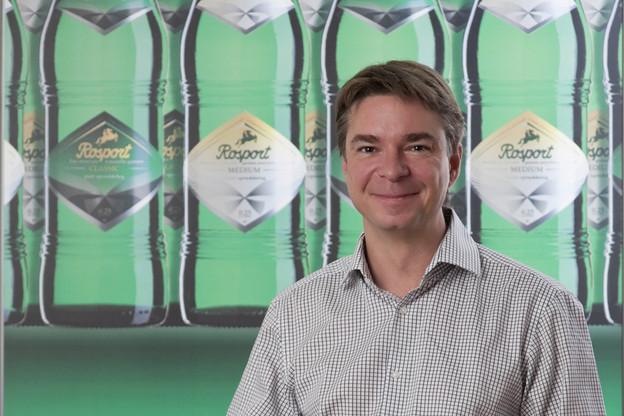 Max Weber, directeur des Sources Rosport, compte 8 millions de bouteilles écoulées en juin, soit deux fois plus qu'un mois de novembre. (Photo: Rosport)